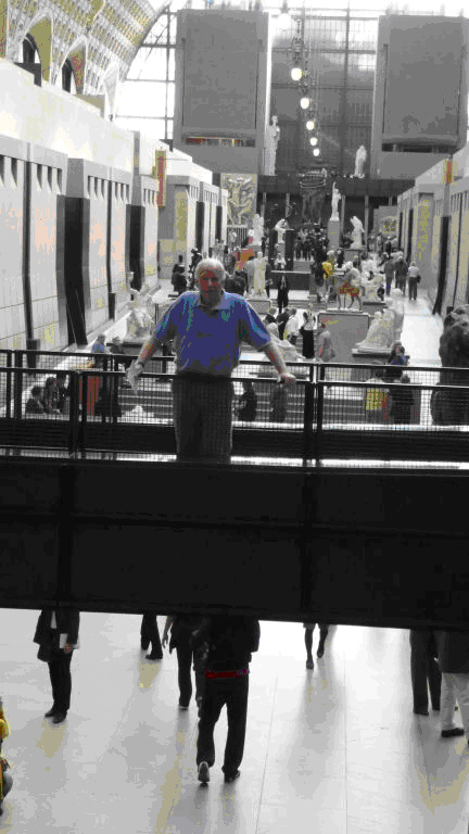 Mr. Blog on a skywalk in the Musee d'Orsay